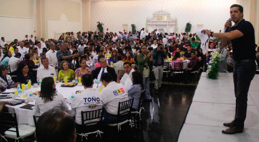 Respaldan cientos de maestros candidaturas del PAN
