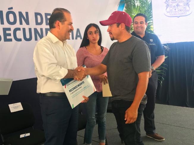 Es Orozco top 8 en popularidad entre gobernadores panistas