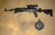 Capturan a dos hombres con un fusil