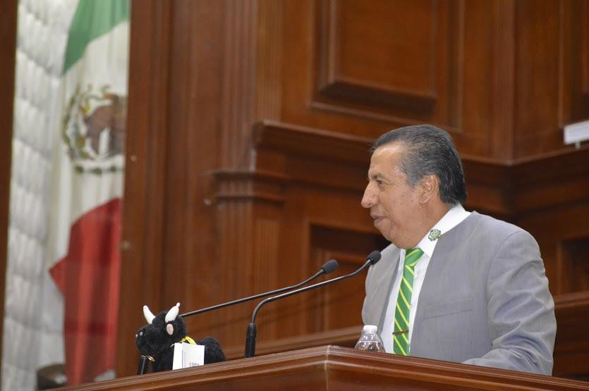 Propone diputado ecologista prohibir toros, pelea de gallos y perros en Aguascalientes