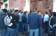 Protestan uberianos en Palacio de Gobierno