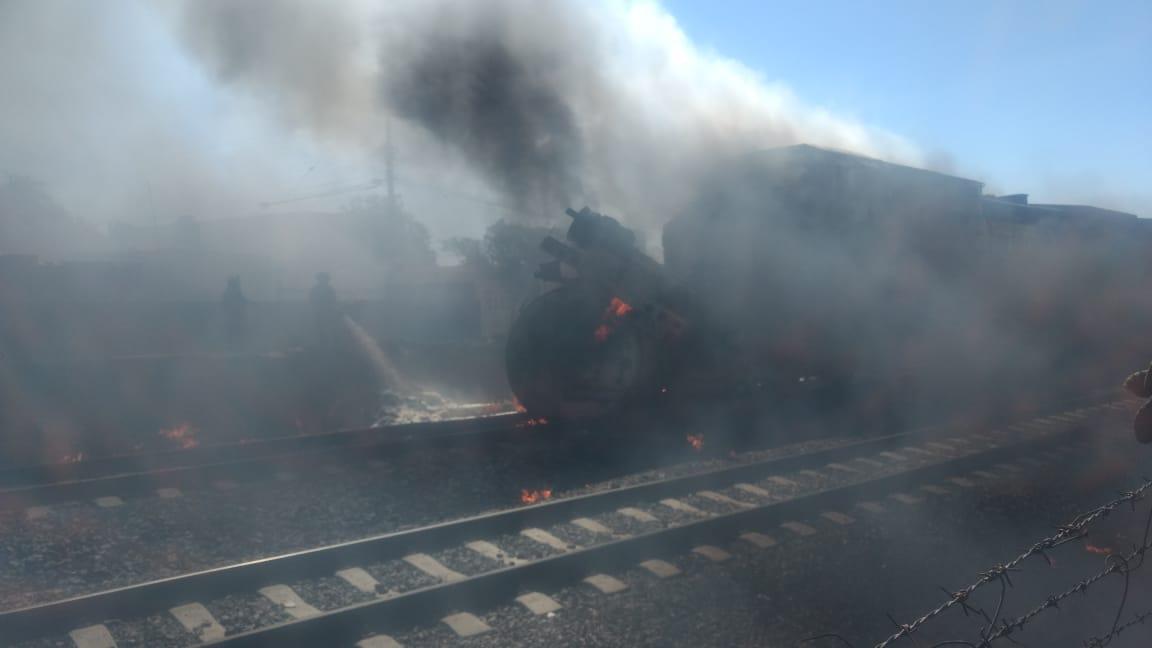 Homicidio culposo, las 2 muertes por choque entre tren y pipa