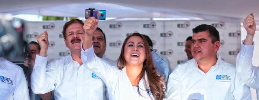 Registra Tere Jiménez su candidatura ante el IEE