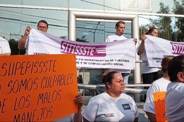 Protestan trabajadores del ISSSTE ante despidos de personal