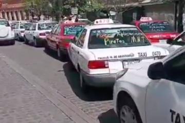 Protestan taxistas contra servicio pirata