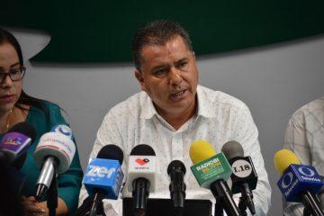 Enrique Juárez se queda en la dirigencia del PRI