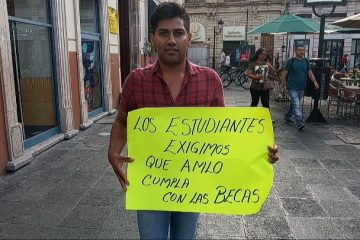 Protestan por incumplimiento de becas que ofreció AMLO