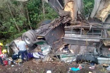 Autobús de «Gran Turismo» sufre accidente con medio centenar de aguascalentenses