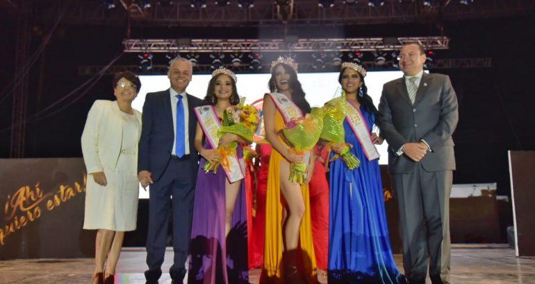 Coronan a Sonia Santillan como Reina de Chicahuales 2019