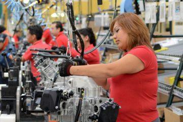 Mujeres siguen pidiendo permiso para ir a trabajar