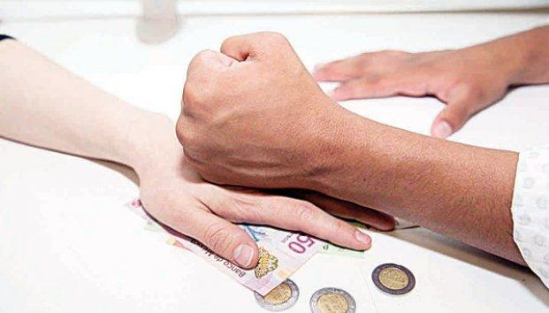 Violencia económica, no se ve pero afecta a un tercio de mujeres