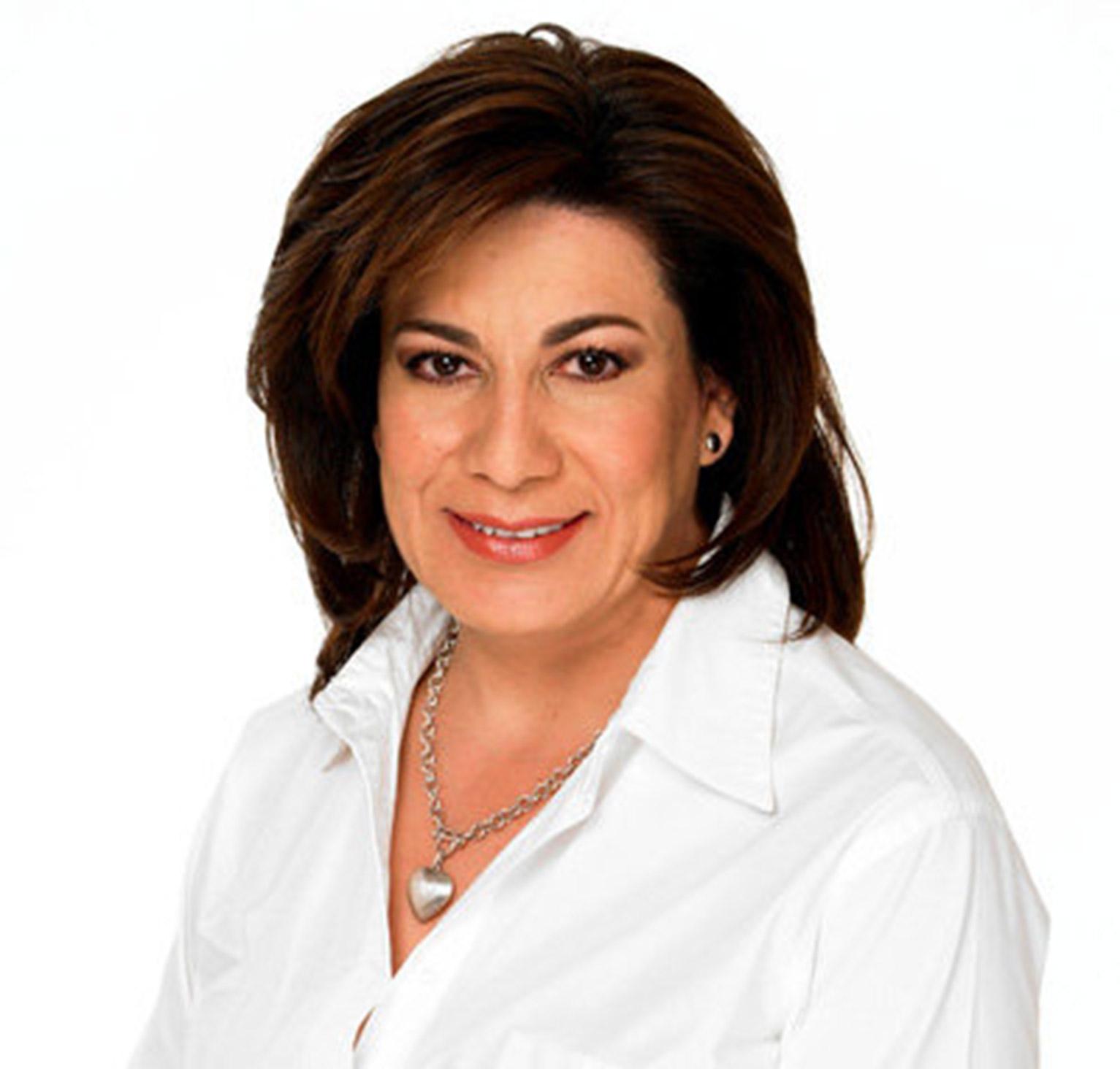 Despide Lorena Martínez la FNSM entre abucheos