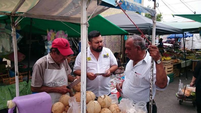 Compromete Alex Zúñiga apoyo al pequeño comercio