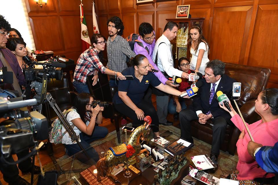 Pide @CarlosLozanoAgs a sus homólogos no meter manos en la campaña local