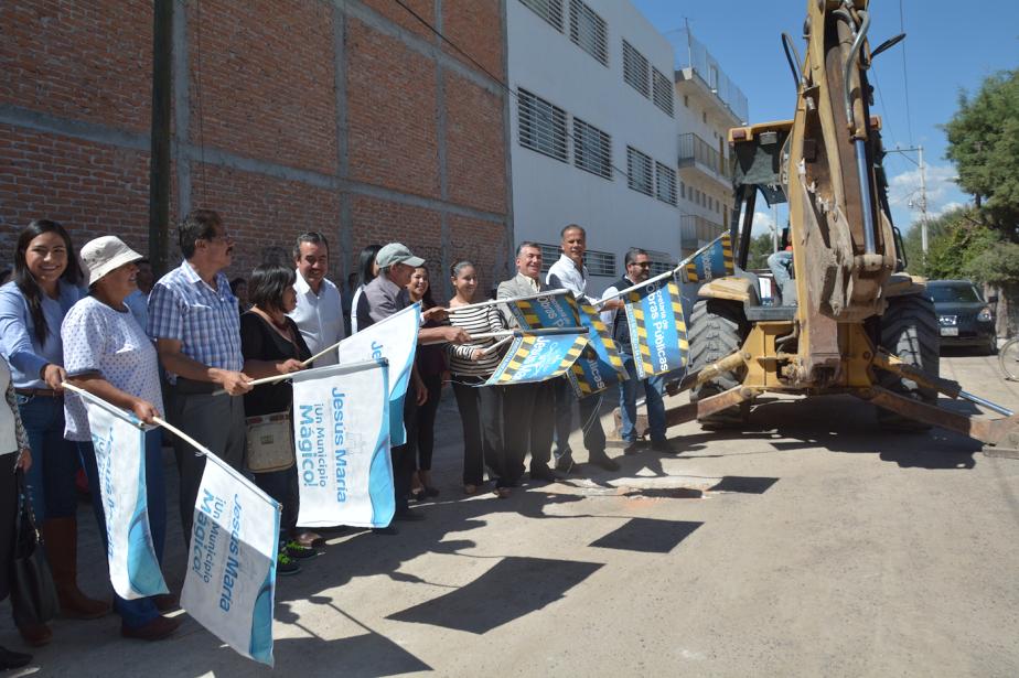Arranca el municipio de @Jesus_Maria_ pavimentación en Corral de Barrancos