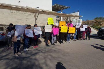 Protestan en juzgado familiares de menor asesinada en Jesús María