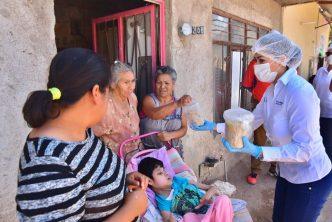 Entrega Tere Jiménez apoyos alimenticios