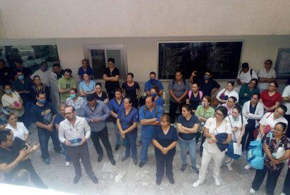 Trabajadores del IMSS protestan ahora en el HGZ #2