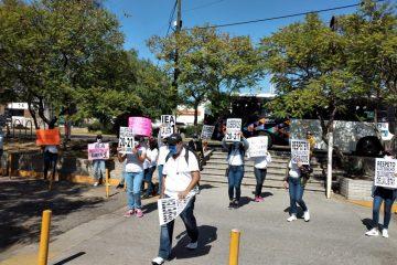 Protestan maestros por asignación de plazas